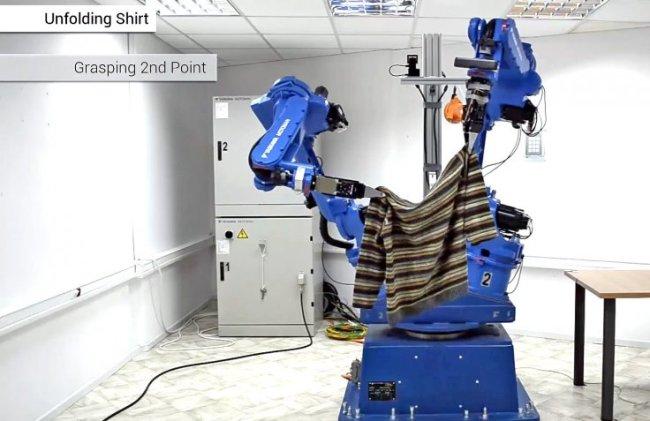 Así es robot doblador de ropa desarrollado por el proyecto CLOPEMA