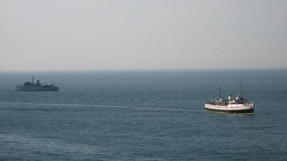 robzlog Ilfracombe - the Balmoral passes a warship