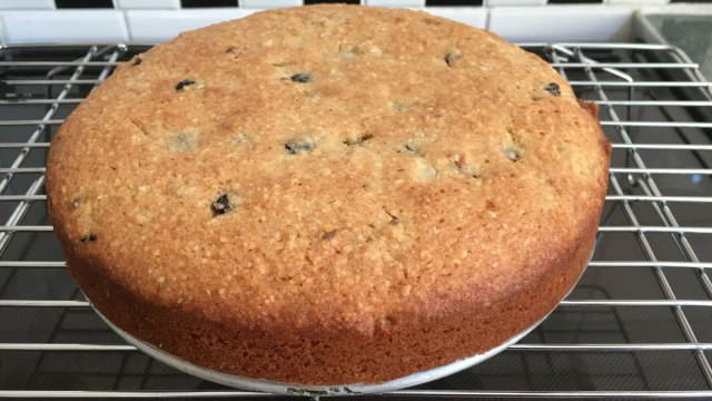 Lemon and Currant Cake | robzlog.co.uk @robertz