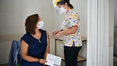 Carreras se vacunó contra el COVID-19 en Allen