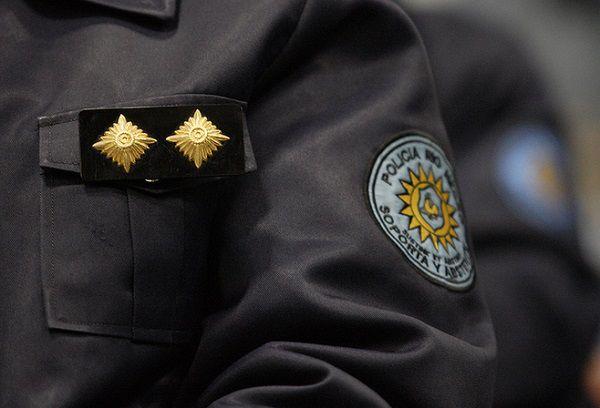 Indignante: Atropelló a un policía para no detenerse en un control y lo dejó abandonado en la calle