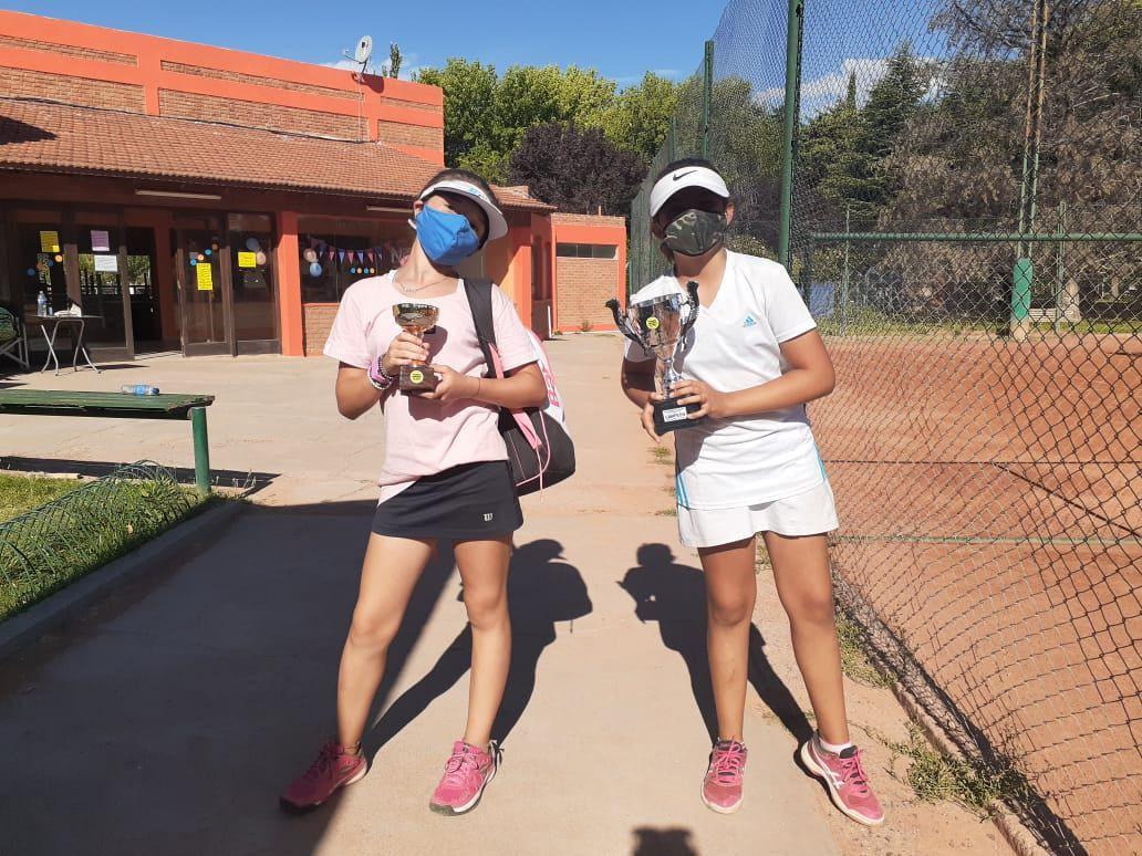 El Depo recibió a cuarenta chicos en el Abierto de Menores de tenis