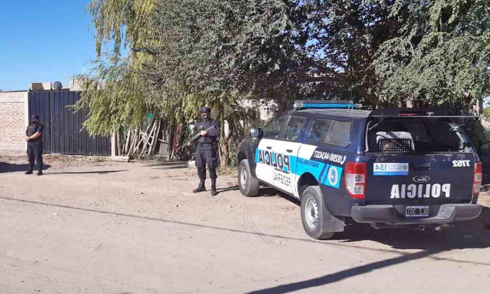 PolicialesHace 3 horas  Ahora: Allanan vivienda en Quinta 25