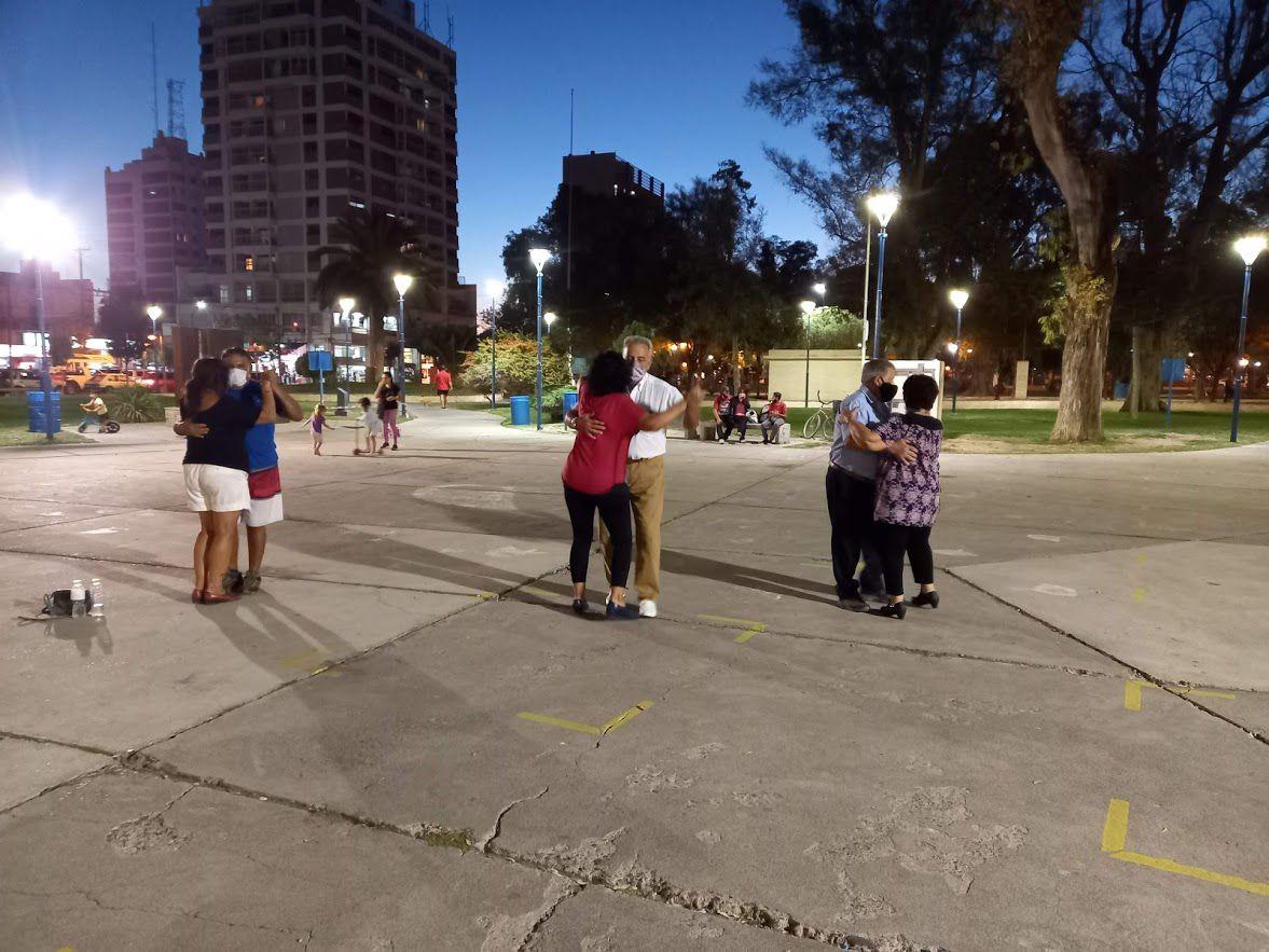 Noches de puro tango en la plaza Manuel Belgrano