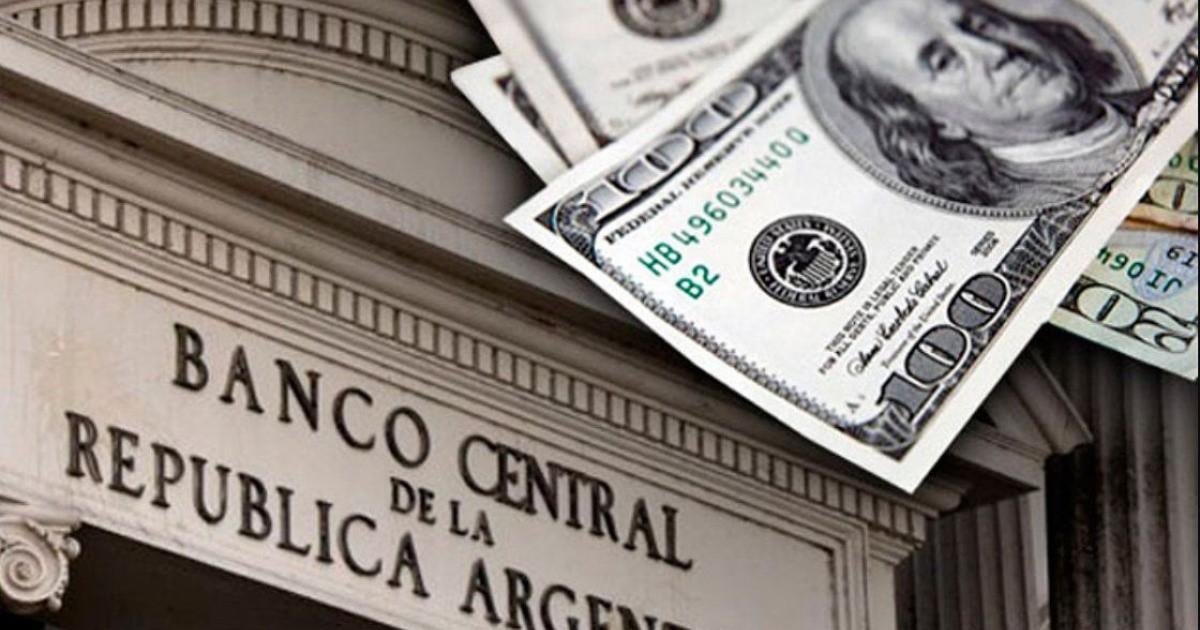 Dólar hoy: ¿a cuánto cerró en todos los bancos este lunes 8 de marzo?