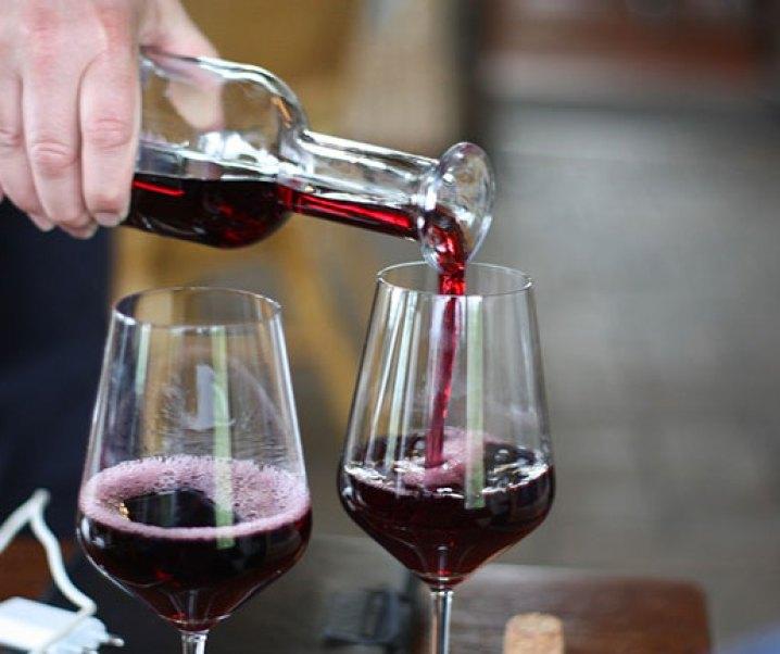 """El vino tinto un gran alimento. Interesante noticia de El Mercurio del 29 de agosto de 2019 titulado """"Asocian el tomar vino tinto con una mejor salud intestinal"""", título que viene después de: DIVERSIDAD DE BACTERIAS:"""