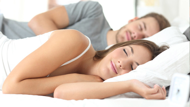 sleeping-couple_37783701_ver1.0_640_360_1527505777314.jpg