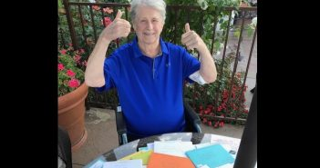 brian wilson thumbs up