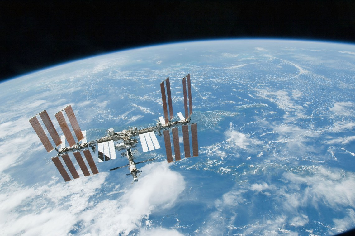 ISS_backdropped_by_a_blue_and_white_part_of_Earth