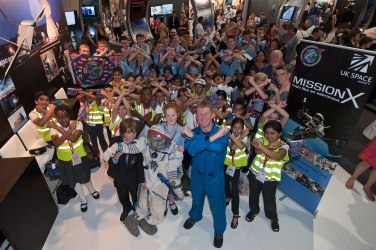 Tim Peake strikes a X-pose with an enthusiastic crowd at the Farnborough Air Show. Credit: UKSA