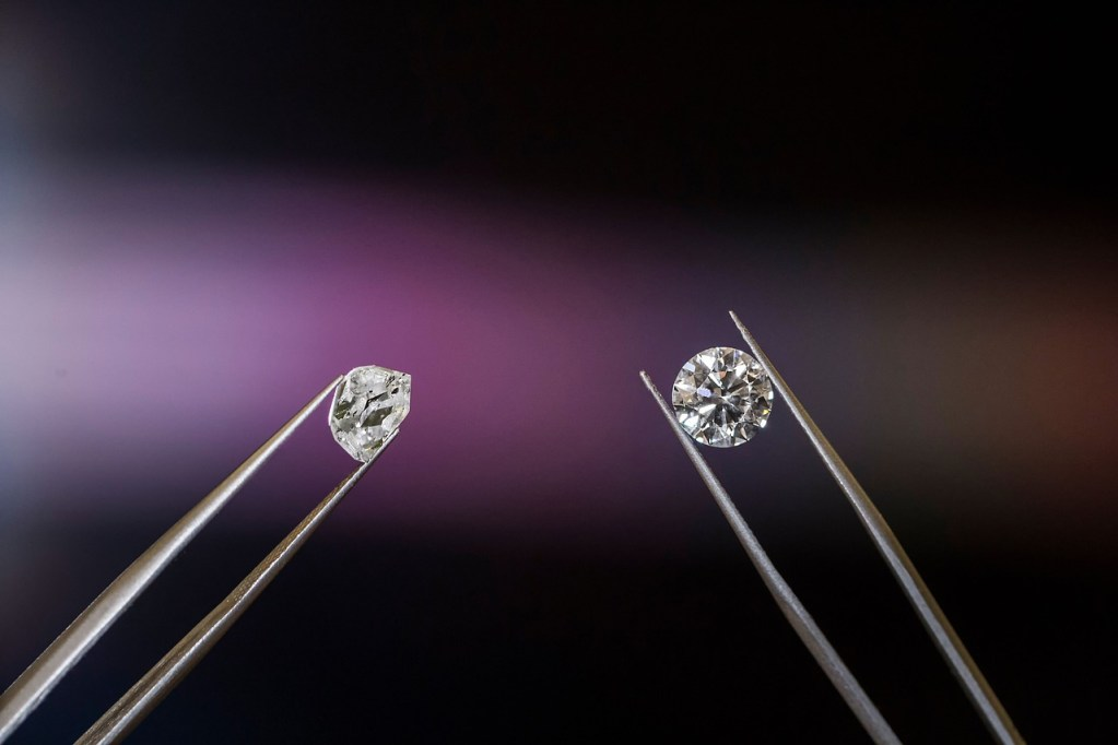 a picture of two diamonds