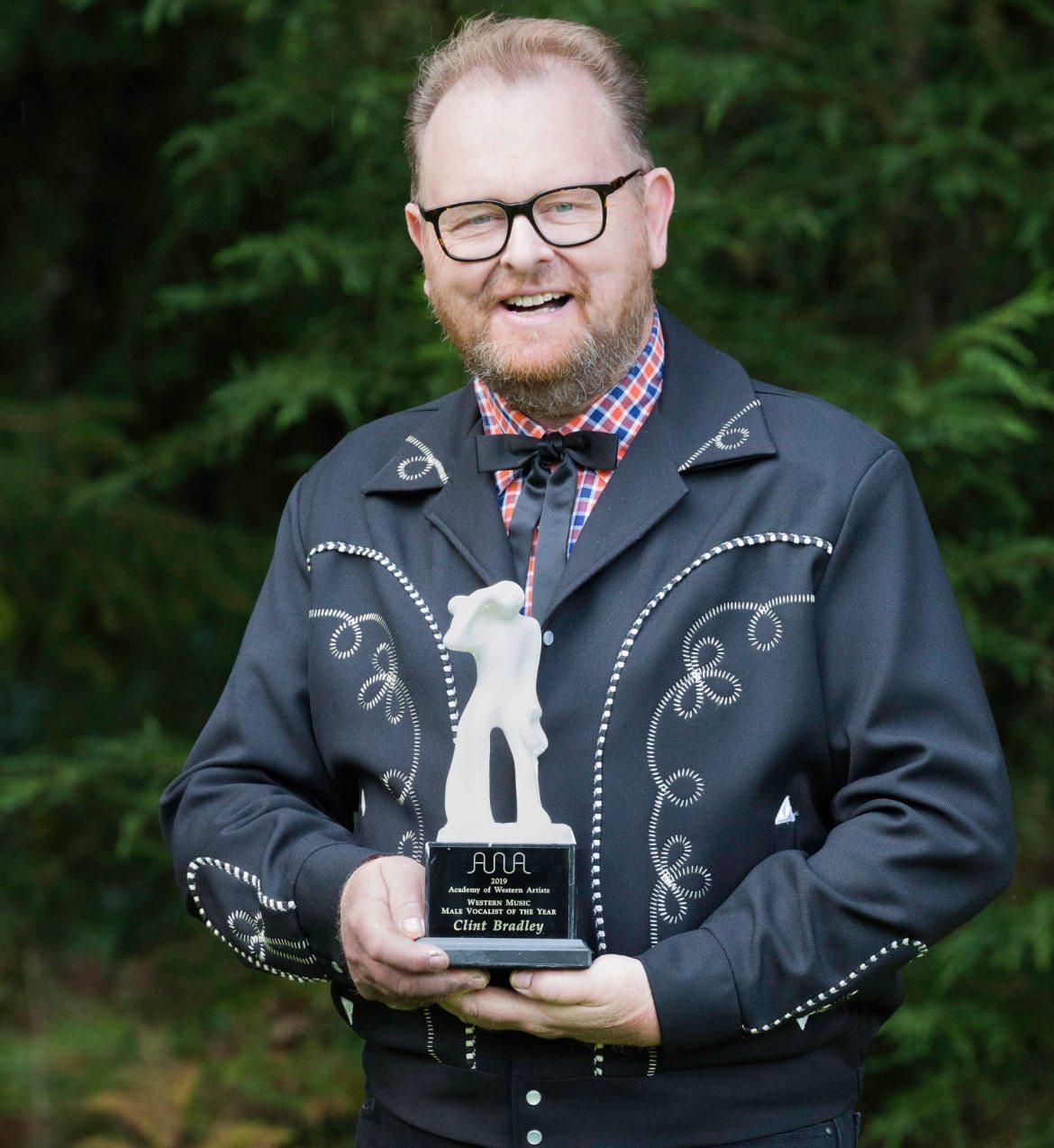 Clint Bradley mit dem AWA Award
