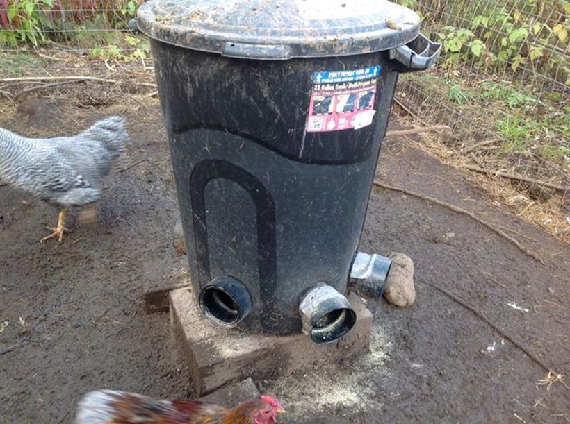 Chicken feeder from pvc 8