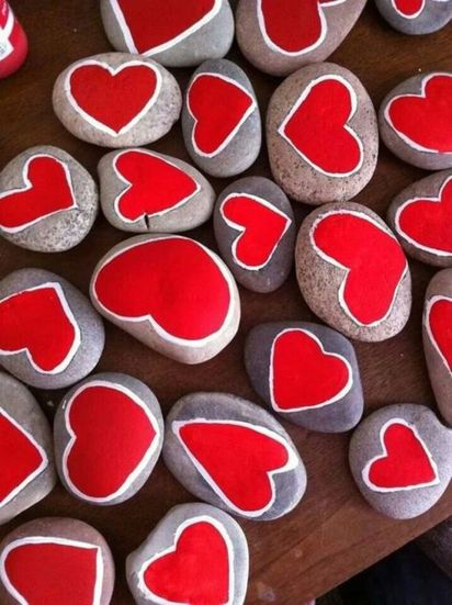 Creative diy painting rock for valentine decoration ideas 16