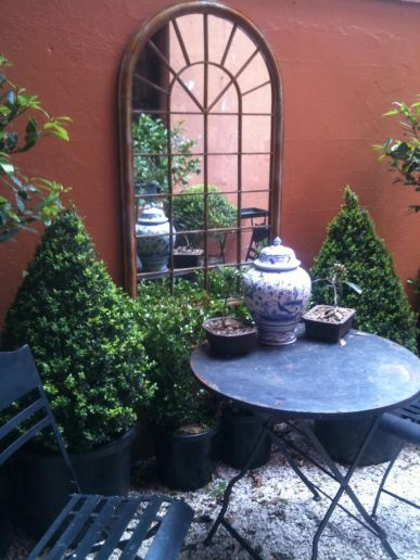 Small courtyard garden with seating area design and layout 11