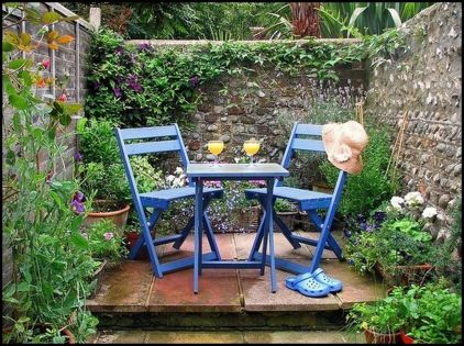Small courtyard garden with seating area design and layout 96