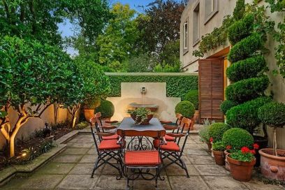Small courtyard garden with seating area design and layout 99