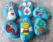 Creative DIY Easter Painted Rock Ideas 17