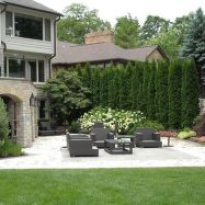 Stunning Privacy Fence Line Landscaping Ideas 47