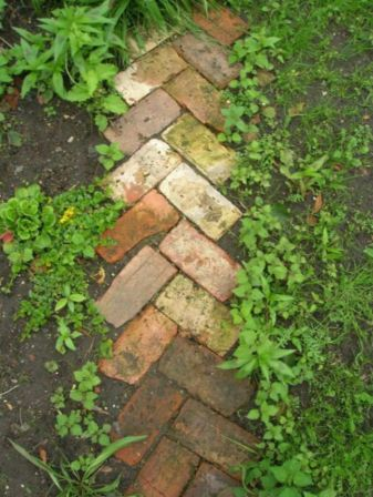 Front Yard and Garden Walkway Landscaping Inspirations 27