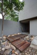 Modern and Contemporary Front Yard Landscaping Ideas 61