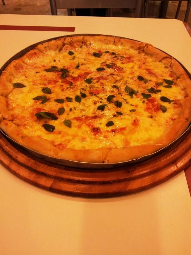 Pizza Marguerita no Patroni do Shopping D. Muito boa, companhia divertida. Teve até brinde à pizza! Uhay!
