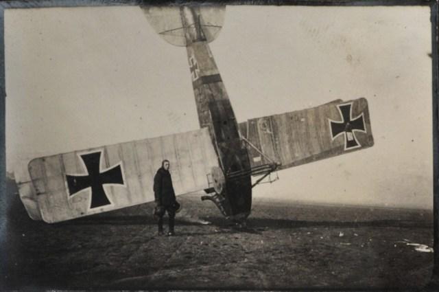 Avião da Primeira Grande Guerra Mundial e piloto.