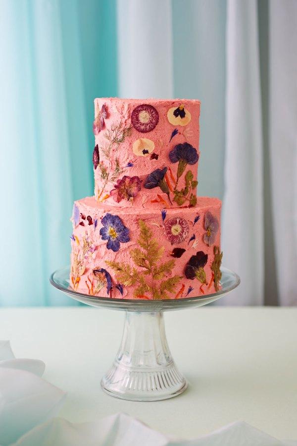 Decorate Wedding Celebration Cake With Edible
