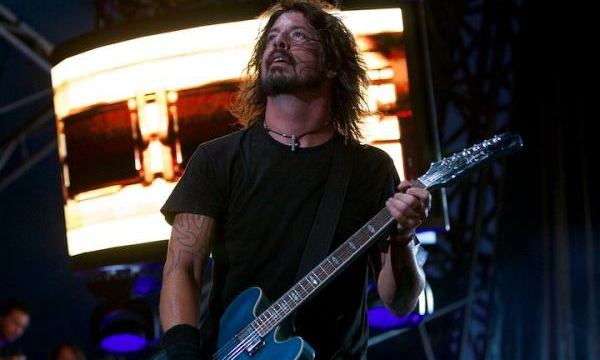 Perry Farrell Joins Foo Fighters Onstage For Mountain Song [VIDEO]
