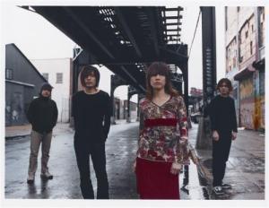 Mono - Japonska instrumentalna zasedba, o kateri se govori v presežkih