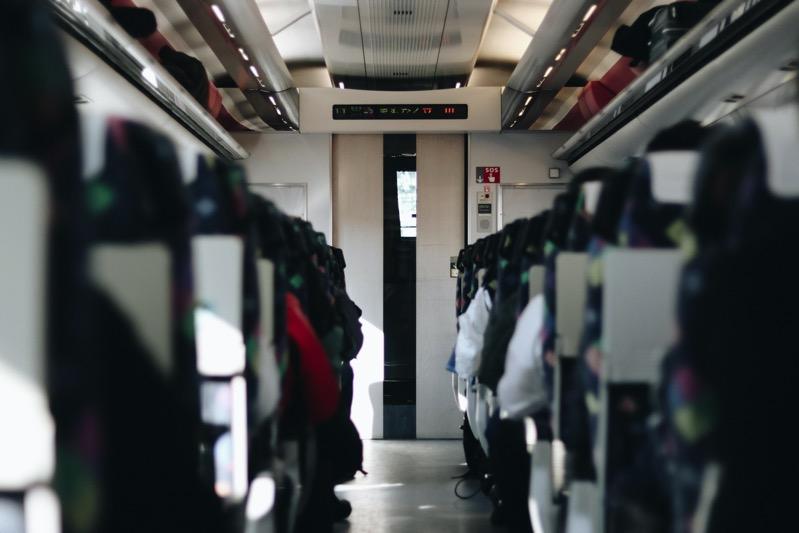 2019 日本新幹線行李 ,Manuel cosentino bDaYBzNjrho unsplash