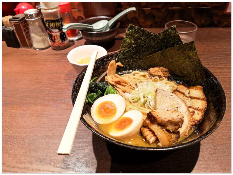 麵屋こうじ 東京柏市知名拉麵店 叉燒超讚,上桌前會先碳烤 1