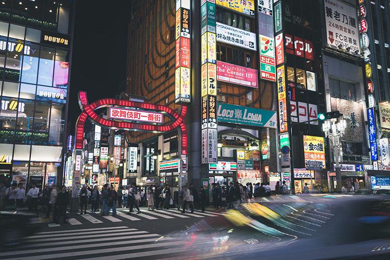新宿歌舞伎町一番街夜景