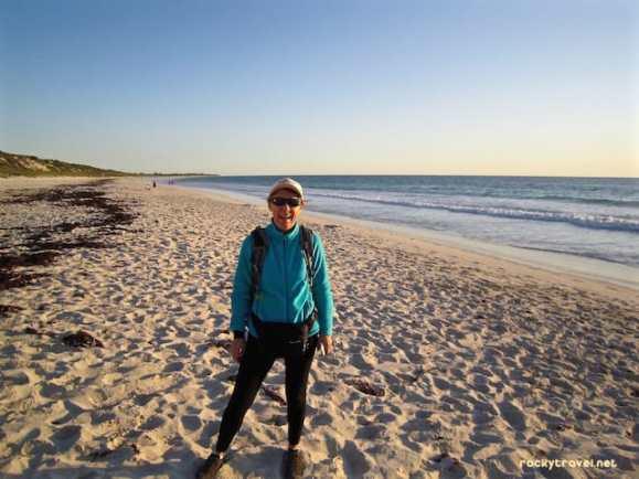 Daypack-Pacsafe-Walking-Beach-2