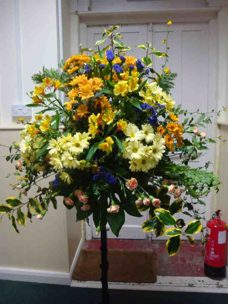 Tab. pedestal flowers 2017-03-19 001