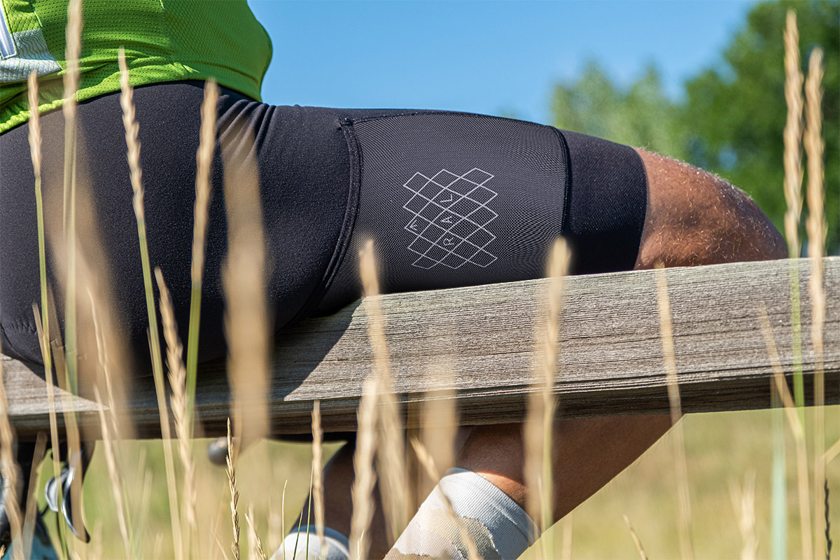 Black main panels are complimented by mesh cargo panels. 2021 shorts feature our new RAL cross hatch graphic on pockets.