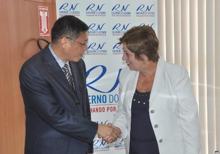Assinatura_protocolo_de_intenes_China_Demis_Roussos_8