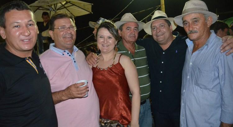 Com_a_prefeita_Lardjane_ex-prefeito_Joo_Lopes_e_amigos_de_Santana