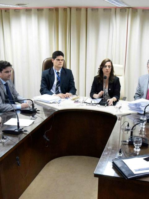 1A_CCJ_APROVA_REDAO_FINAL_DE_LEIS_PARA_SANO_GOVERNAMENTAL