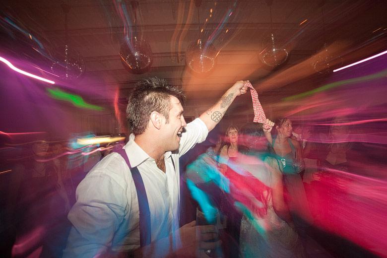 Los novios bailando en la pista de baile de Finca Madero