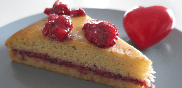 Sponge cake with strawberry jam