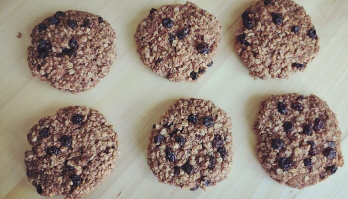 Oat and Currant Cookies (No added sugar, vegan)