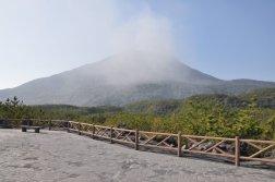 Wybuch wulkanu Sakurajima widziany z punktu obserwacyjnego Arimura