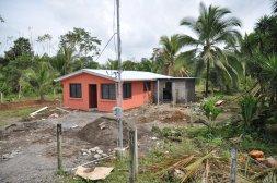 Budowa domu w drodze do Tortuguero