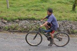 Mieszkaniec okolic Cariari w drodze do Tortuguero