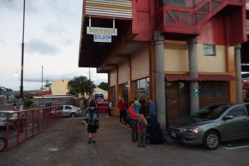 San Jose i przystanek autobusowy do Monteverde
