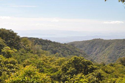 Widoki na pólwysep Nicoya z Bosque Eterno de Los Ninos