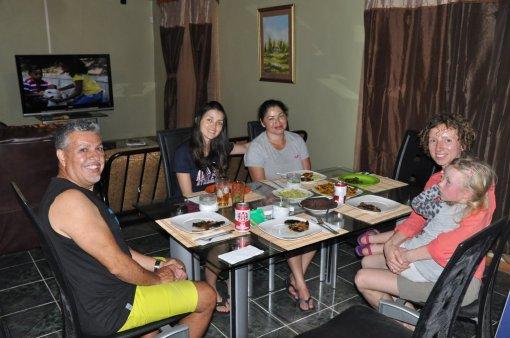 Obiad z mieszkańcami Kostaryki w Bribri