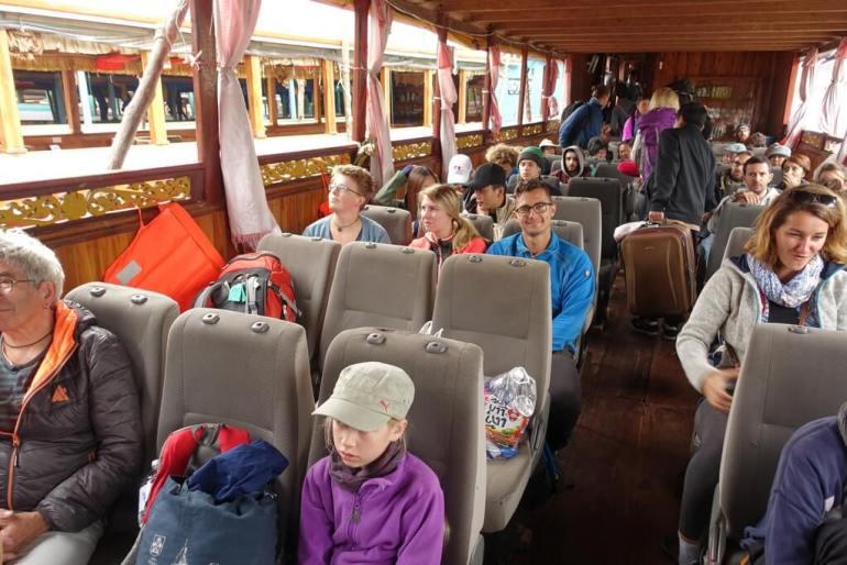 Siedzenia w łodzi do Luang Prabang