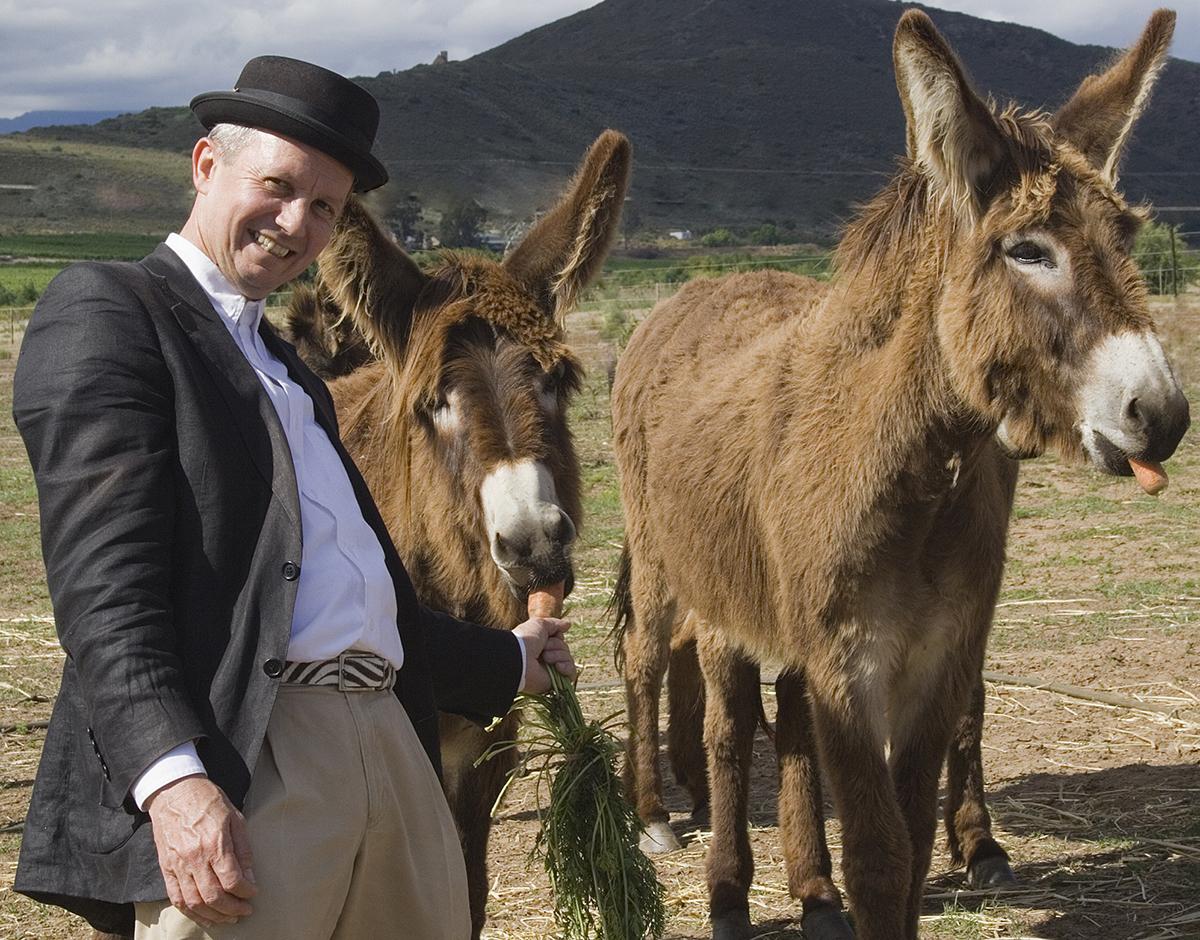 David Kramer beskermheer van Eseltjiesrus kuier by die donkies.